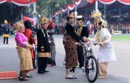 Hadiah Sepeda Jokowi bagi Pemenang Busana Adat Terbaik