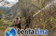 TNI Dan POLRI Bersinergi Memadamkan Api Di Kawasan Hutan Di Wilayah KSB