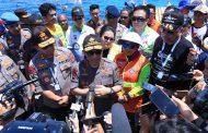 Petinggi TNI dan Kapolri Turut Antusias Salami Penyelam di Pantai Manado