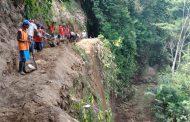 Warga Dusun Musuk Bangun Saluran Irigasi Tak Pedulikan Tebing Terjal 25 Meter
