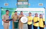 BPJS Ketenagakerjaan Malang Bersih-Bersih Musholla dan Bantu Pengeras Suara