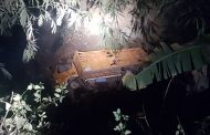 Di Kepil, Truck Bermuatan Berat Terperosok ke Sungai Sedalam 25 Meter