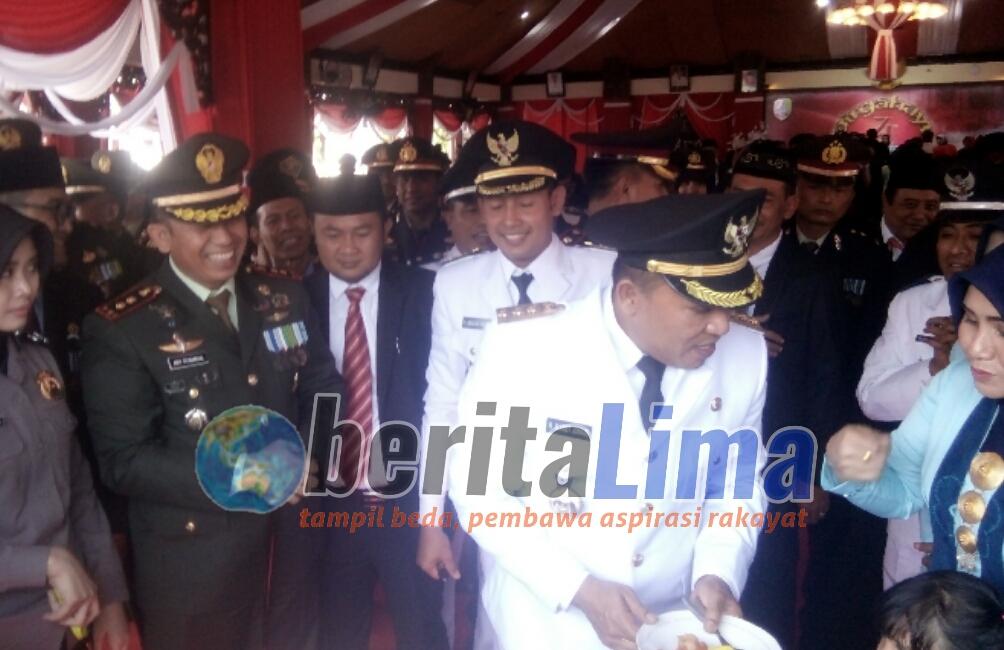 Peringati HUT RI Ke 74 Bupati Sampang Mendapatkan Surprise