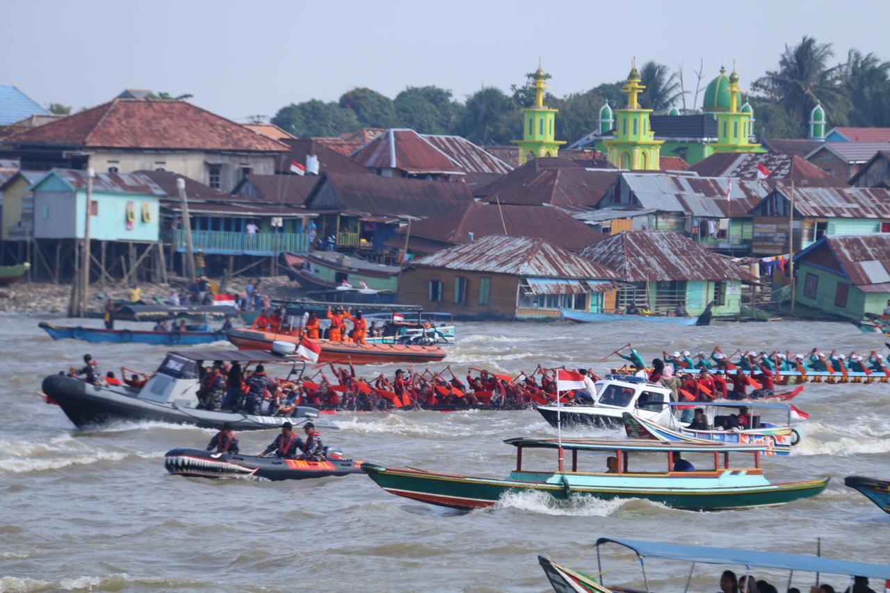 HUT Republik Indonesia ke -74 Lomba Bidar dan Parade Perahu Motor Hias digelar di Palembang