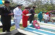 Bupati Kepsul Tabur Bunga di Makam Pejuang Kemerdekaan