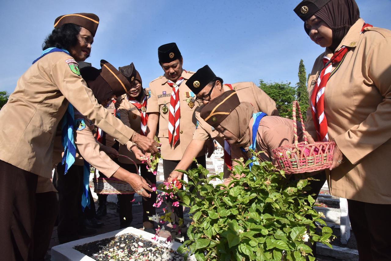 Kak Nur Pimpin Tabur Bunga di TMP, Jelang HUT Pramuka