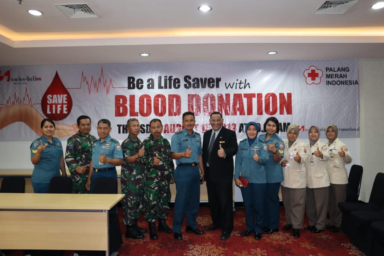 Peringati HUT RI, Personel Lanal Malang Donor Darah di Hotel Swiss Bell Inn