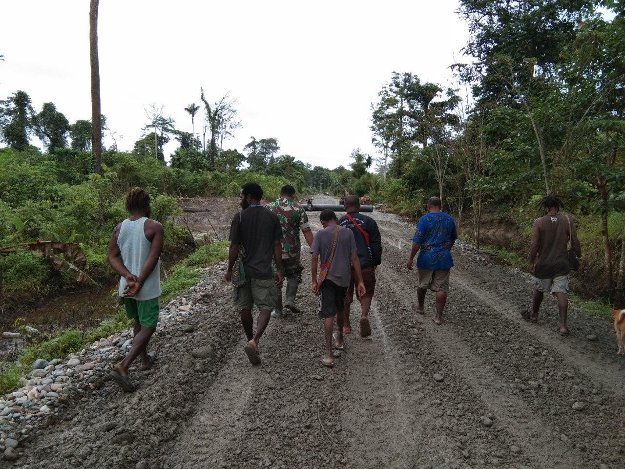 Kebersamaan Babinsa Kampung Mandiri Jaya dan Rakyat Patut Dicontohi