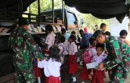 Perpustakaan Keliling Satgas Yonif 411/Pandawa Kostrad di Sekolah Perbatasan