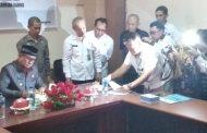 Bupati Touna Teken Perjanjian Kerja Sama Pembangunan  dan Peningkatan Jalan Desa Di kepulauan Togean