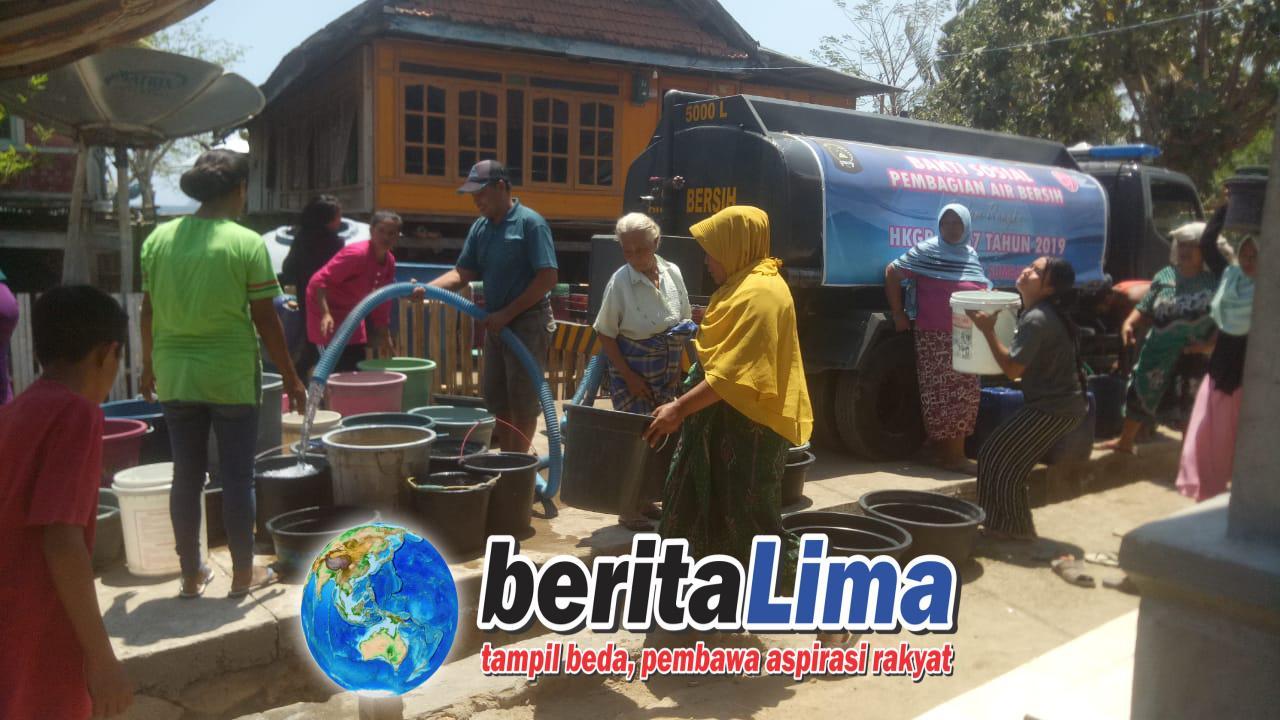 Musim Kemarau Polres KSB Mendistribusikan Air Bersih