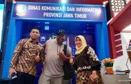 "Kunjungi Stand Kominfo Jatim di EJI 2019, Keith Martin Pelantun ""Because of You"" Bangga Produk Indonesia"