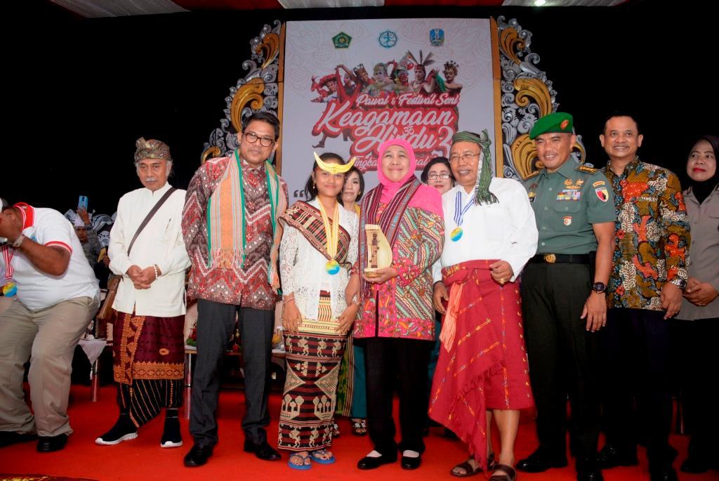 Buka Pawai dan Festival Seni Keagamaan Hindu, Gubernur Khofifah Tekankan Pentingnya Harmoni Dalam Kebhinekaan