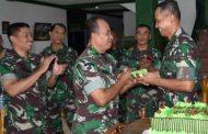 Danrem 084/Bhaskara Jaya Ajak Prajurit TNI Budayakan Berolahraga