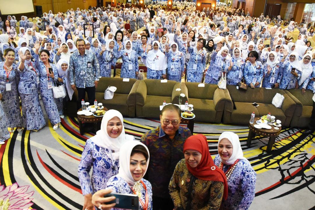 Gubernur Khofifah Apresiasi IWAPI Lakukan Ekonomi Digital Bagi  Perempuan di Era Industri 4.0