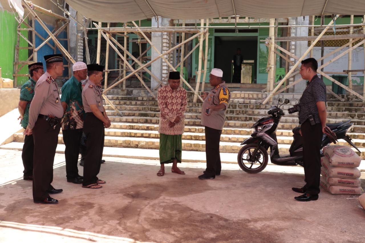 Bantu Pembangunan Masjid, Kapolres Bersama Jajarannya Serahkan Bantuan Semen