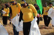 Hari Lingkungan Hidup se Dunia, Kapolres Sumenep Turut Bersih-bersih Pantai