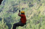 Flying Fox dan Rock Rlimbing  Salah Satu Wahana Wisata Goa Simpen Gondowulan