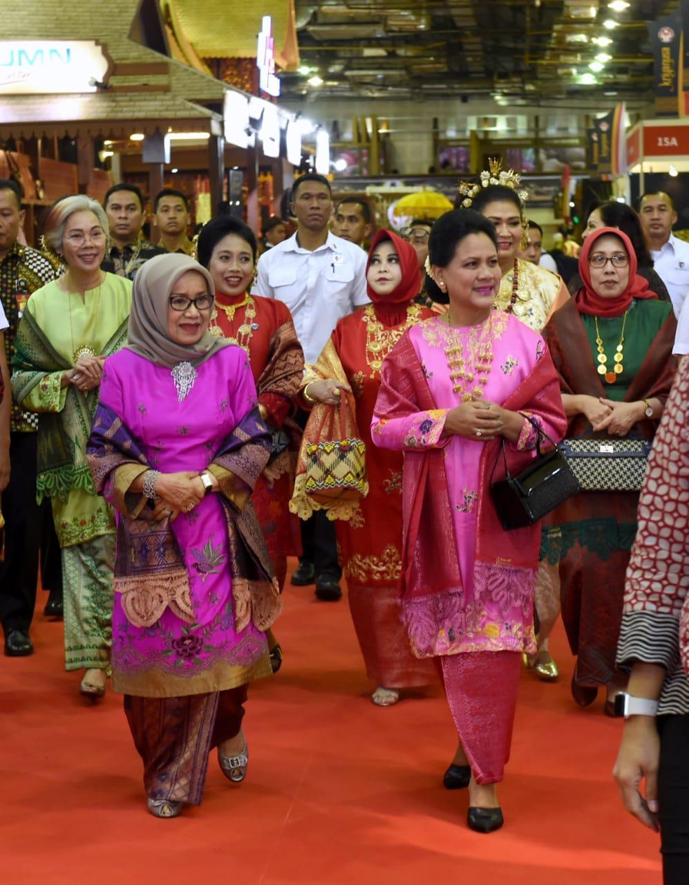 Ibu Negara Hadiri Pembukaan Pameran Kriyanusa 2019 di Balai Kartini