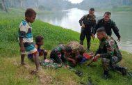 Aksi Heroik Prajurit Satgas Yonif 411/Pdw Kostrad Selamatkan Anak Tenggelam di Sungai