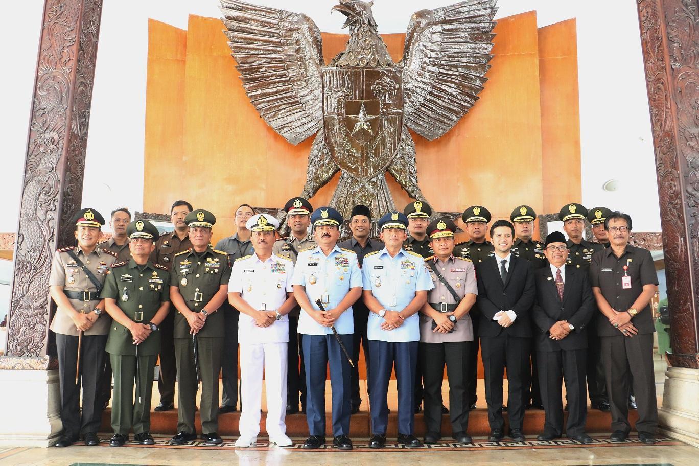 Wagub Emil Dampingi Panglima TNI Ziarah ke Makam Bung Karno