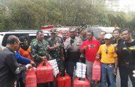 Peduli Terhadap Petugas Pemadam Kebakaran Hutan Ijen, Media Dan Hotel Se Banyuwangi Bantu Logistik Pangan
