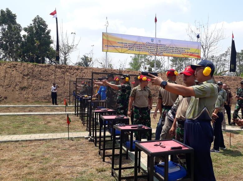 Komandan Lanal Malang Ikuti Fun Executive Shooting Competition Divisi II Kostrad