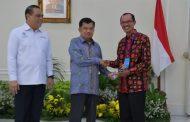 Pemkot Palembang Terima Penghargaan Inovasi Pelayanan Publik Terbaik