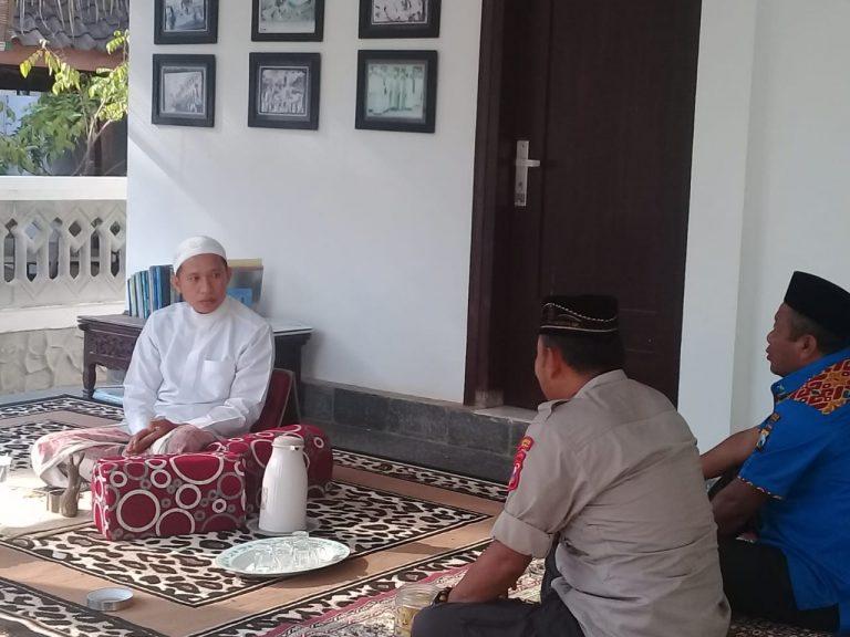 Lakukan Silaturahmi, Personil Polisi di Pamekasan Bersama Ra Hakam