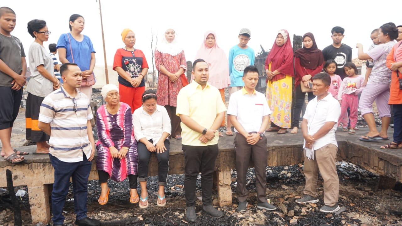 DPD Golkar Kota Palembang Santuni Korban Kebakaran di Karang Anyar