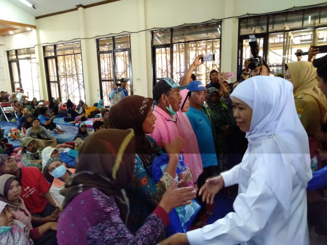 Gubernur Jatim Kunjungi Korban Angin Puting Beliung di Kota Batu