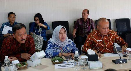 Dyah Wahyu Ermawati (Tengah) saat menghadiri RUPS Petrogas