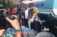 Polres KSB Bersama FKPD Membagikan Air Bersih Kepada Warga Senayan