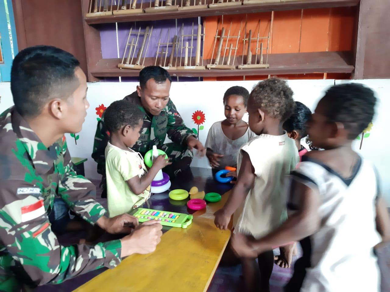 Prajurit Pamtas RI-PNG Yonif 411Kostrad Sulap Rumah Pintar Jadi PAUD