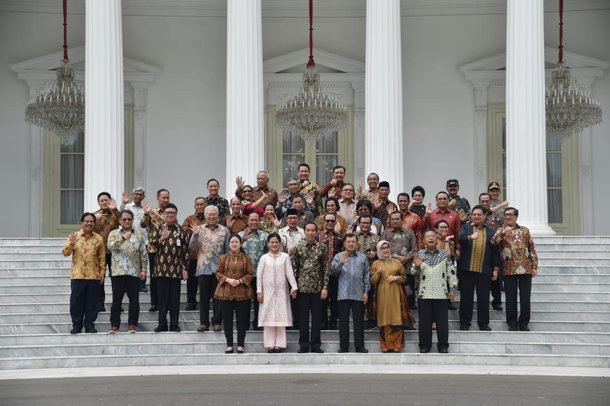 Presiden Jokowi Sampaikan Terima Kasih kepada Wapres JK dan Seluruh Jajaran Kabinet Kerja