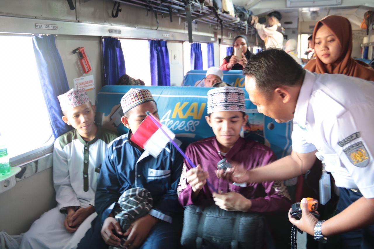 Semarak Peringatan Hari Santri Nasional di Stasiun Gubeng Lama