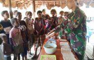 Tingkatkan Kesejahteraan, Satgas Yonif 411 Kostrad Dirikan Rumah Tempe Untuk Warga Yakyu Papua