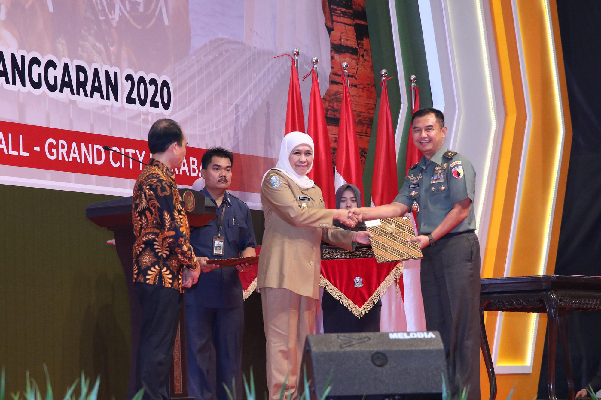 Buka Rakor dan Serahkan DIPA TA 2020, Gubernur Khofifah MintaPenggunaan DIPA Tak Hanya 'Sent' Tapi Harus 'Delivered'