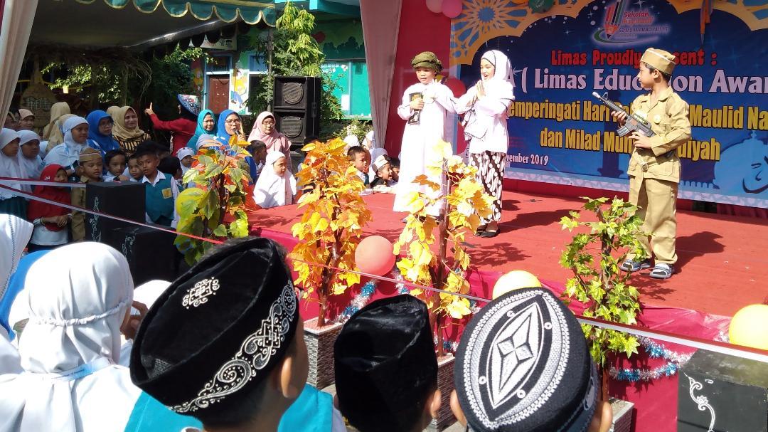 Aksi Kreatif Pelajar SD Muhammadiyah 15 Surabaya Mengingat Hari-Hari Bersejarah