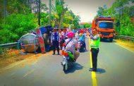 Pecah Ban Saat Distribusikan Bantuan Air Bersih, Truck BPBD Trenggalek Terguling