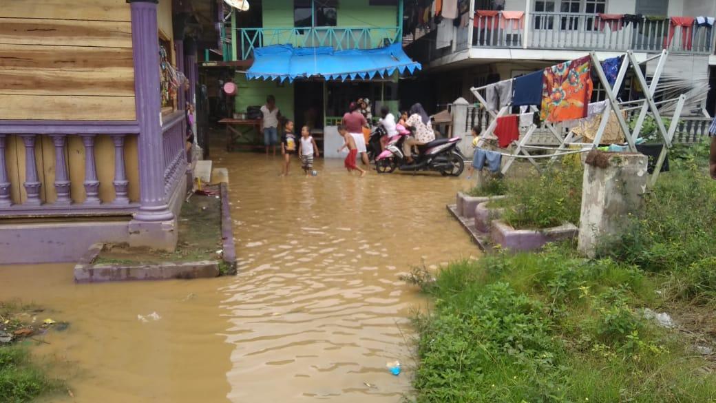 Hujan Deras Landa Langsa, Aliran Sungai Meluap Rendam Rumah Warga