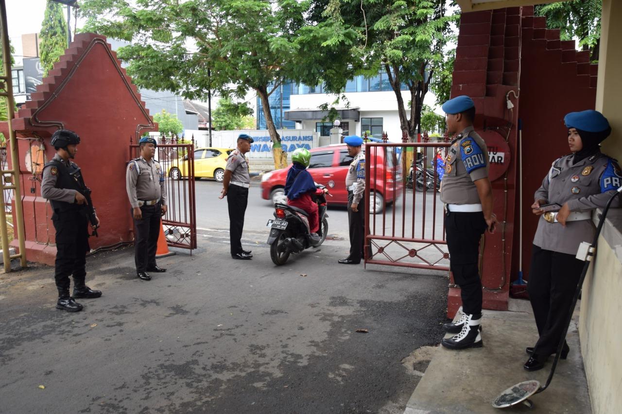 Pasca Bom Bunuh Diri di Polrestabes Medan, Kapolres Pamekasan Perintahkan Personil Perketat Penjagaan