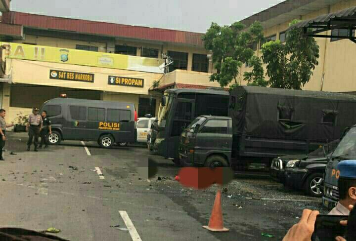 Diduga Bom Bunuh Diri Meledak di Parkiran Mapolrestabes Medan
