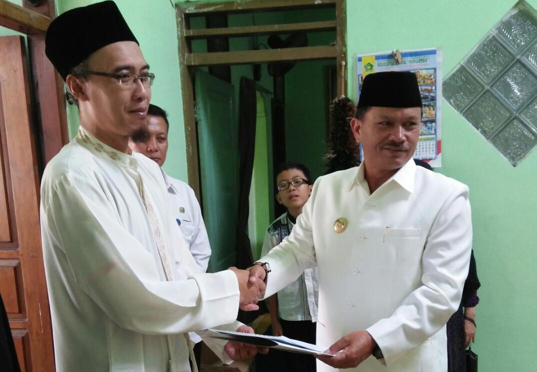 Walikota Madiun Serahkan Langsung Akte Kematian Kepada Keluarga Almarhum