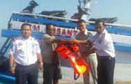 Dishub Touna Serahkan Bantuan Fasilitas Keselamatan Pelayaran