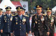 Berita Foto :  Panglima TNI Ziarah Nasional Hari Pahlawan di TMP Kalibata