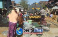 Polres KSB, Sat Sabhara Semangat Pantang Menyerah Mendistribusikan Air Bersih
