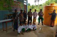 Pesantren Assa Diah Peroleh Bantuan Dari Polsek Pulau Derwan Pada Giat Jumat Berbagi