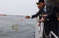 Wagub Dedy Pimpinan Upacara Tabur Bunga Dilaut Bengkulu