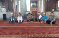 Kapolsek Sidoarjo Kota Safari Sholat Jum'at di Masjid Desa Kemiri